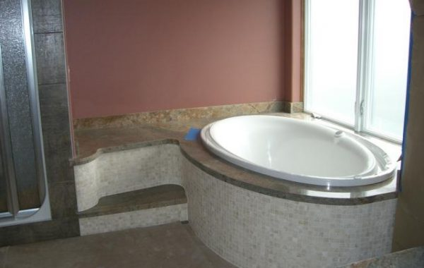 Corner soaker tub in the bathroom